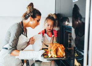 Save money with our five energy efficiency tips to cut your Thanksgiving electricity usage!